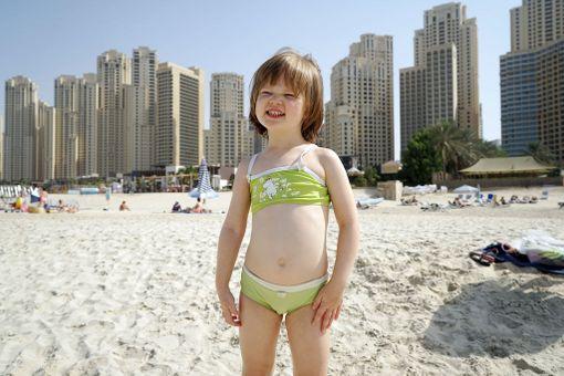 Dubain rantojen ominaismaisema on taustalla kohoavat pilvenpiirtäjät. Fanny Palmén nautti lämpimästä rantaelämästä.