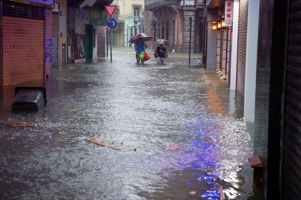 Macaussa kadut tulvivat ja kaikki kasinot suljettiin.