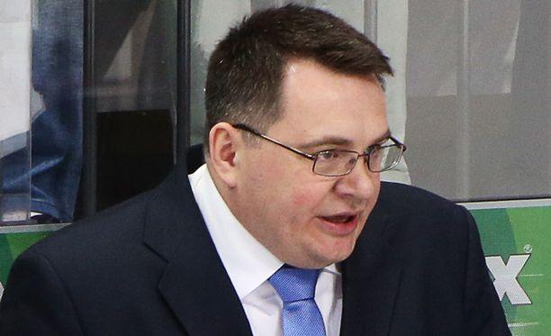 Kazakstanin päävalmentaja Andrei Nazarov veti pelaajansa pois erätaukohaastattelusta.