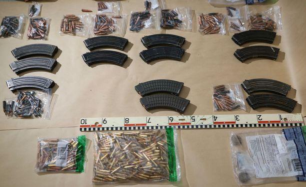 Vihdin poliisiampujan hallusta löytyi suuri määrä raskasta aseistusta.