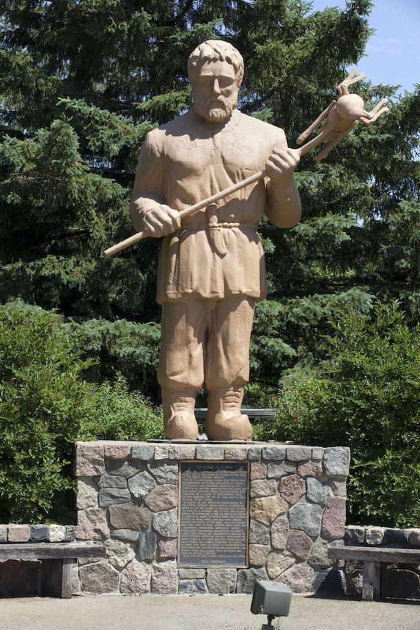 Minnesotan Menaghasta löytyy suomalaissiirtolaisten keksityn suojelupyhimyksen Pyhän Urhon patsas. Hänen kerrotaan häätäneen heinäsirkat Suomen viinitiloilta huutamalla niille Heinäsirkka, heinäsirkka, mene täältä hiiteen!