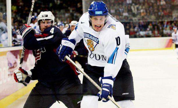 Ville Nieminen Suomen paidassa Torinon olympialaisissa vuonna 2006.