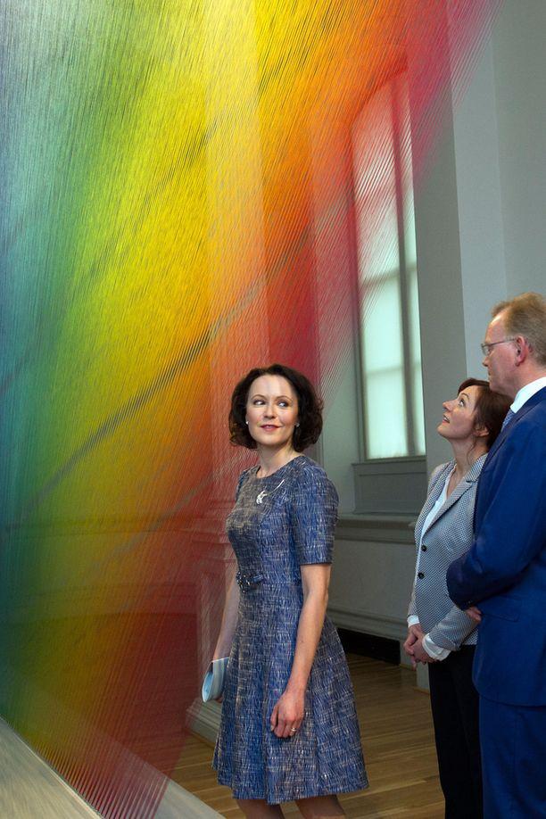 Jenni Haukio edusti kauniissa mekossa Valkoisessa talossa.