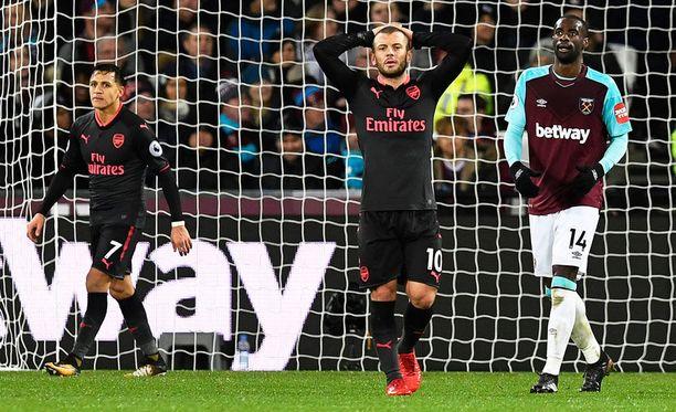 Jack Wilsheren (keskellä) ilme kertoo kaiken oleellisen Arsenalin esityksestä.