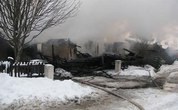Omakotitalo tuhoutui tulipalossa Oulunsalossa Pohjois-Pohjanmaalla sunnuntaina.