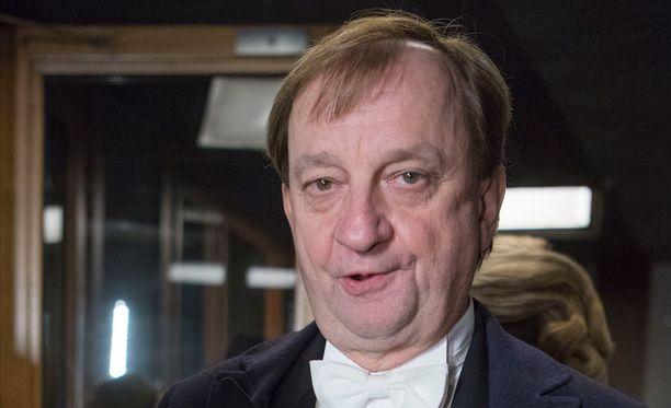 Kansanedustaja Hjallis Harkimo (kok) kritisoi jälleen ammattiyhdistysliikkeiden läpinäkymätöntä rahankäyttöä.