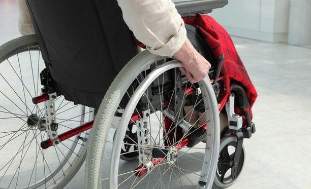 Pyörätuolipotilas menehtyi onnettomuudessa. Kuvituskuva.