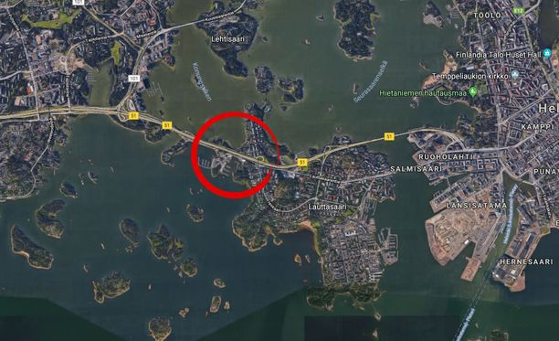 Kolari tapahtui Länsiväylällä Helsingistä Espoon suuntaan ajettaessa.