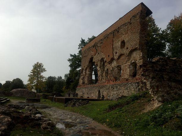 Viljandin linna on nykyään raunioina, mutta loistonsa aikoina se kuului Baltian suurimpiin.