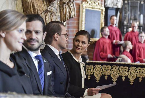 Kuninkaallinen perhe osallistui parlamentin avajaisten yhteydessä järjestettyyn messuun.
