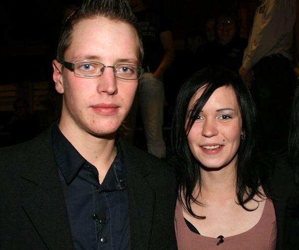 Mikko ja Henna menivät salaa kihloihin kahden tapaamisen jälkeen.