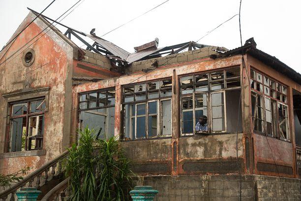 Ainakin 400 000 ihmisen kodit ovat tuhoutuneet tai kärsineet vahinkoja hirmumyrskyssä.