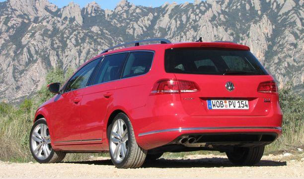 Diesel Passat mallia 2013. Hinta oli pudonnut noin 4 000 euroa.