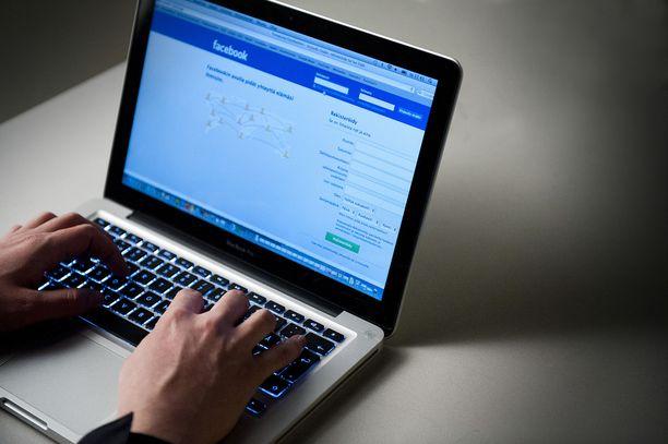 Facebookissa on ilmennyt maailmanlaajuisia ongelmia, jotka ovat näkyneet myös Suomessa. Kuvituskuva.