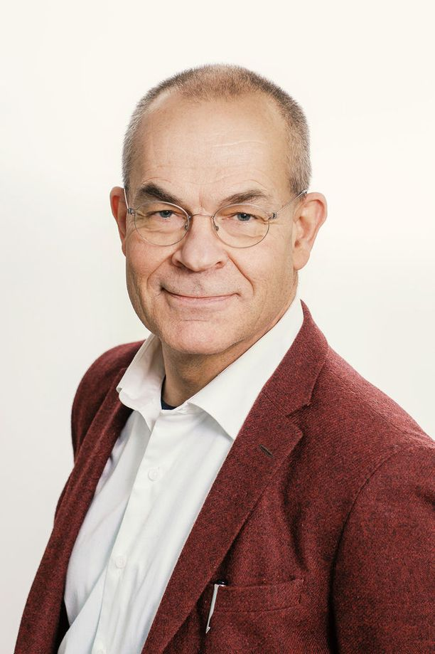 Helsingin yliopiston ympäristöpolitiikan professori Janne I. Hukkinen.