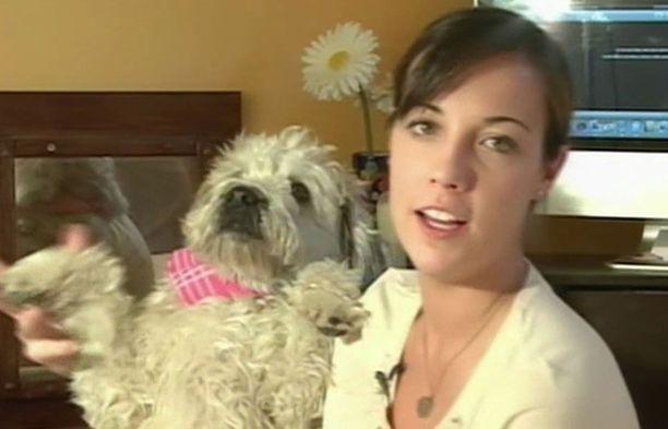 Claire Blevins hankki nettikameran nähdäkseen, mitä Callie-koira puuhaa hänen työpäivänsä aikana.
