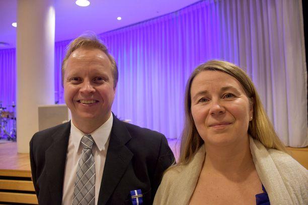 Sami Kinnunen ja Laura Jaakola pitävät itsenäisyyspäivän juhlintaa ulkomailla erityisen hienona. Onnitteluita on sadellut norjalaisilta.
