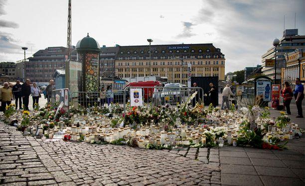 Turun puukotuksia tutkitaan terroristisessa tarkoituksessa tehtyinä murhina ja niiden yrityksinä.