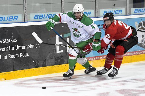 Kodie Curran (vas.) pelasi unelmakauden Röglen riveissä Ruotsin SHL-liigassa.