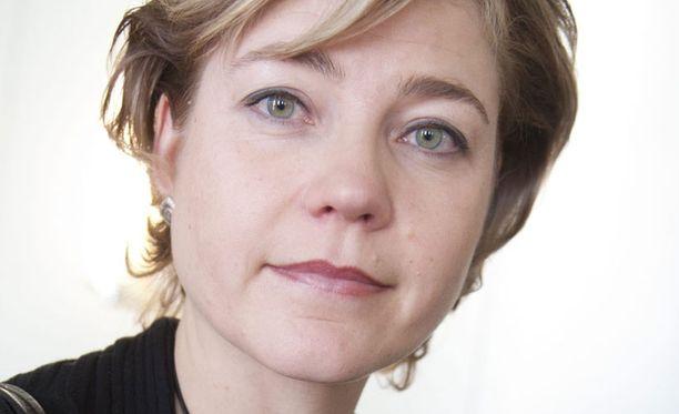 Henna Virkkunen sai luottamuslauseen kuntauudistuksen valmistelulle. Keskustan Mari Kiviniemen välikysymys nosti tunteita.