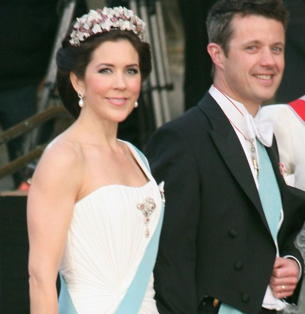 Tanskan Frederik ja Mary järjestivät häidensä alla vastaavanlaiset pippalot. Pari saapunee myös Victorian ja Danielin bileisiin.