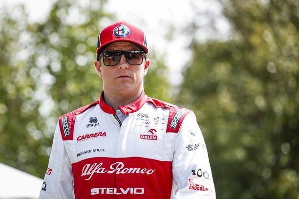 Kimi Räikkönen on 11 startin päässä kaikkien aikojen eniten kisoja ajaneen kuljettajan tittelistä.