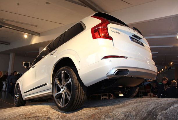 Takaa tunnistaa edelleen Volvon vahvat hartialinjat.