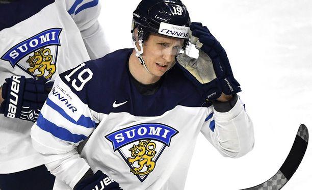 Veli-Matti Savinainen on tehnyt Jugrassa 14 KHL-peliin tehot 1+1.