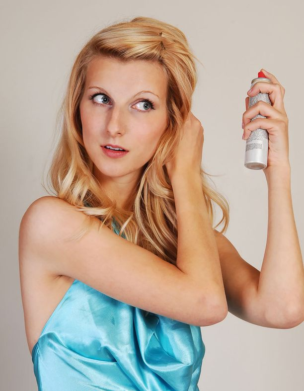 Hiustyvelle on luotu omat kohottavat tuotteensa, mutta myös kuivasampoo voi ajaa asian.