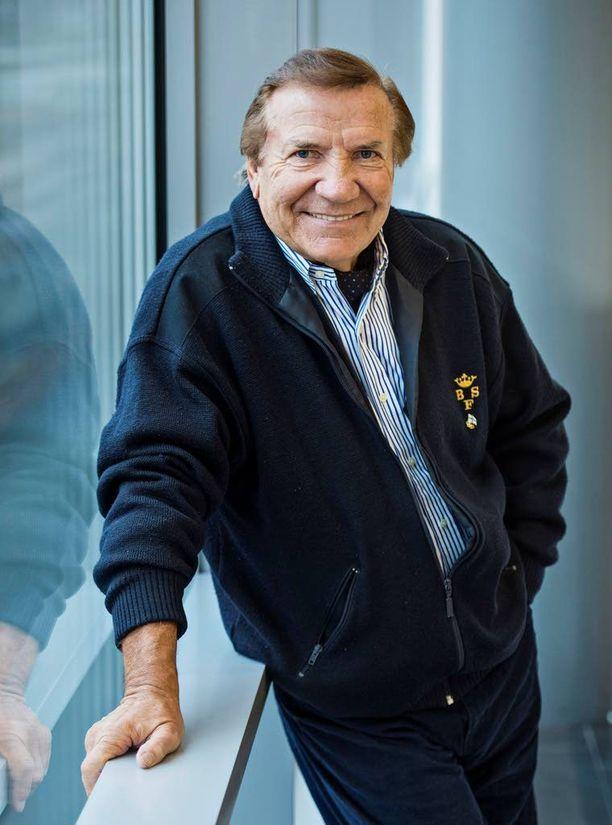 Laulaja Eino Grönin ura on jatkunut jo lähes 60 vuotta, mutta hän jaksaa yhä keikkailla.