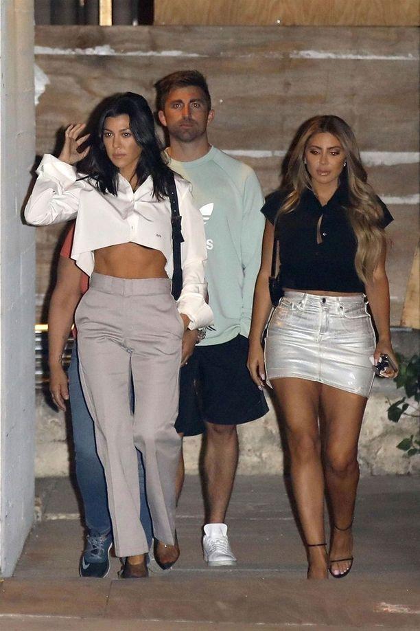 Kourtney Kardashian osallistui kirkkoiltaan ystävänsä Larsa Pippenin kanssa.