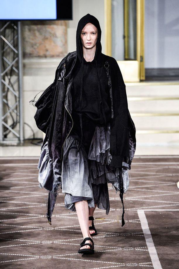 Designer's Nest -kisassa mukana oli Reea Peltolan malliston kolme lookia.