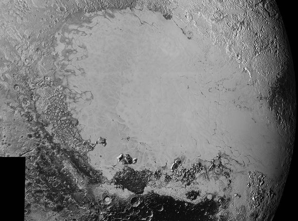 New Horizonsin ottamaa kuvaa hallitsee Sputnik Planum -niminen jääalue.