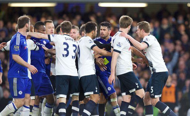 Tottehamin ja Chelsean pelaajien rähinästä jaettiin tuntuvat sakot.