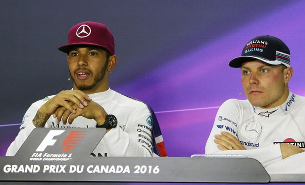 Lewis Hamilton ja Valtteri Bottas ajavat kaudella 2017 Mercedeksellä.