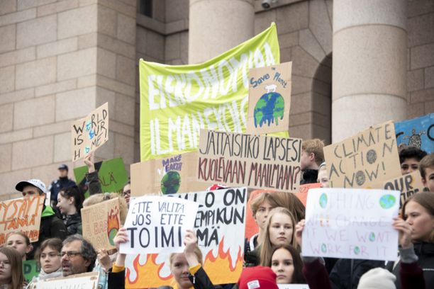 Suomessakin kestävää ilmastopolitiikkaa on vaadittu ilmastomielenosoituksissa. Kuva syyskuulta 2019.