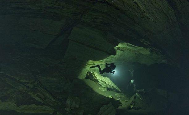 Sukellusonnettomuus tapahtui Pohjois-Norjassa, kun suomalaisryhmä oli Plura-Steinugleflågetin luolaston läpisukelluksella. Arkistokuva.