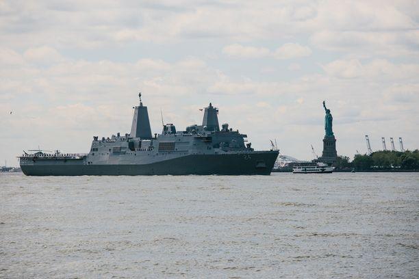 USS Arlington liittyy USA:n laivueeseen Persianlahdelle. Arkistokuva New Yorkin edustalta.