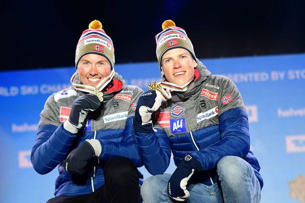 Emil Iversen (vas.) ja Johannes Kläbo ovat pariviestin puo