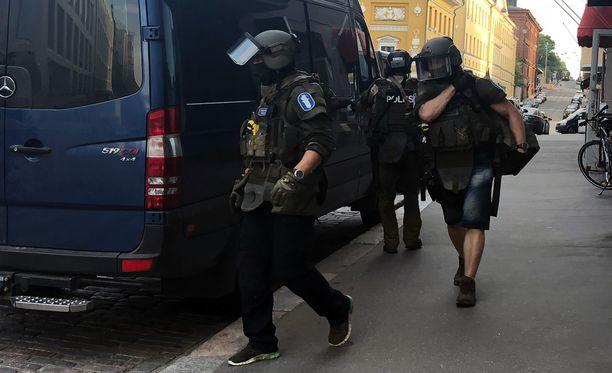 Poliisi löysi murhaajan torstaina 2. elokuuta Helsingin Kasarmikadulla sijaitsevasta asunnosta.