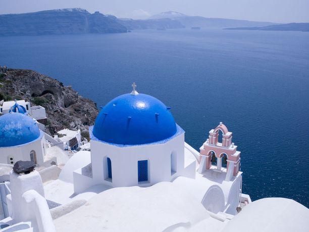 Kreikkalanen Santorinin saari tunnetaan kauniista maisemista ja sinikattoisista taloista.