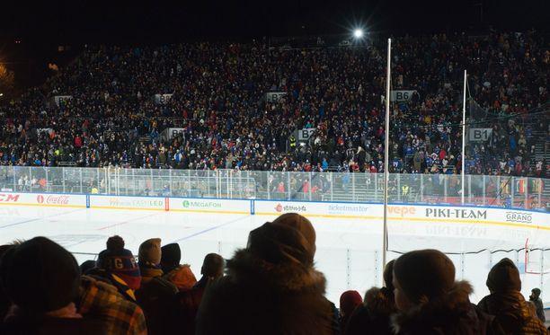 Jokerien ja SKA:n ulkoilmaottelun yleisömääräksi ilmoitettiin 17 645.