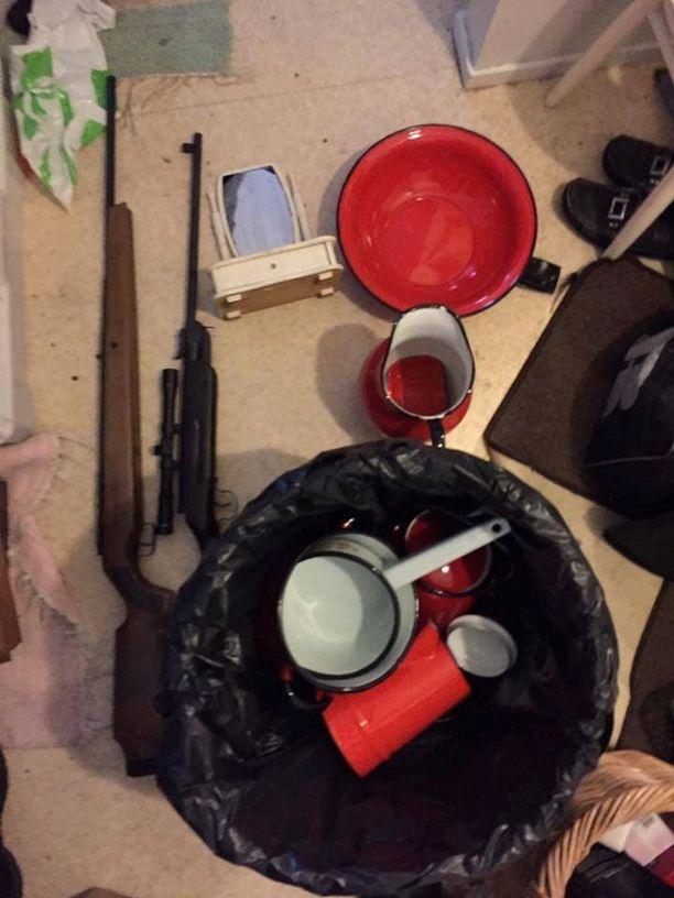 Murtosaaliiseen kuului myös muutama ase.