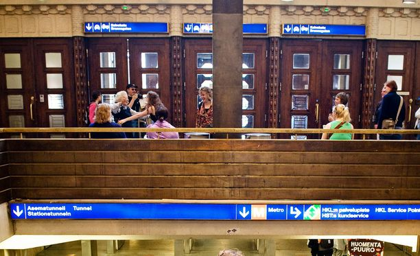 Poliisi tekee välillä ulkomaalaisvalvontaan liittyviä tehovalvontaiskuja yleisille paikoille, kuten Helsingin rautatieasemalle.