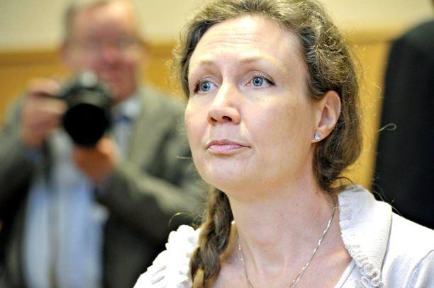 Anneli Auer tuomittiin käräjäoikeudessa kahdesti miehensä murhasta, mutta hovioikeus kumosi molemmilla kerroilla tuomiot. Hovioikeuden vapauttava päätös jäi voimaan.