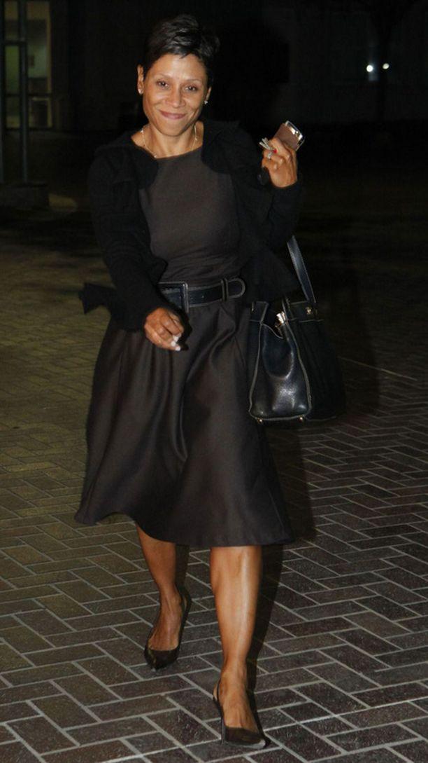 Lindsay Lohanin asianajaja, Shawn Chapman Holley, näytti tyytyväiseltä saatuaan päämiehensä vapaalle jalalle.