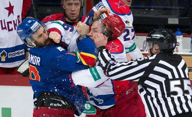 Jokerit on KHL:ssä pelatessaankin Liigan kuuma peruna. Narripaitojen Semir Ben-Amor väänsi viime sunnuntaina ZSKA Moskovan Igor Markovia vastaan.