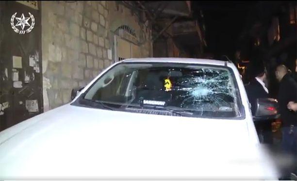 Poliisiautot joutuivat ilkivallan kohteeksi pidätysten aikana Jerusalemissa.