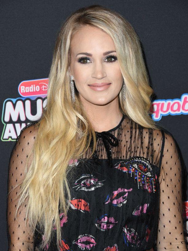 Carrie Underwoodilla on takanaan vastoinkäymisten vuodet.