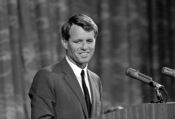 Vuoden 1968 kesäkuussa demokraattipuolueen presidenttiehdokas Robert Kennedy joutui salamurhaaja Sirhan Sirhanin uhriksi Los Angelesissa.